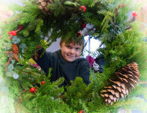 wreath, Christmas, evergreens, circle, Alaska, cones, children, crafts