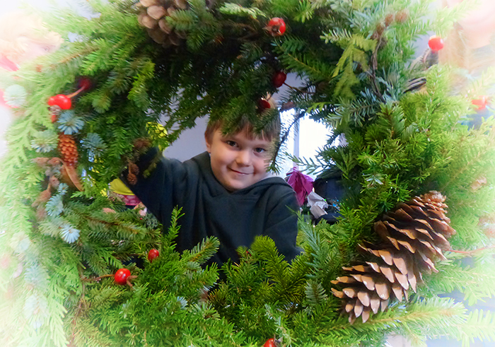 wreath, Christmas, evergreens, circle, Alaska, cones, children, crafts