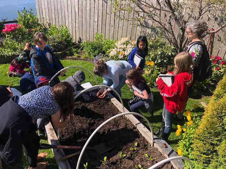 Marion shows easy to grow vegetables to elementary kids